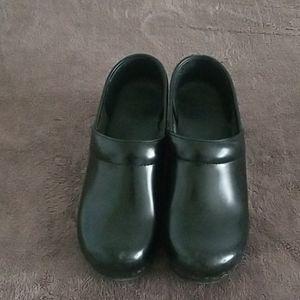 Black leather Dansko's